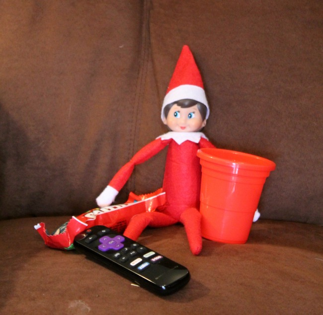 elf-takes-break-to-watch-tv