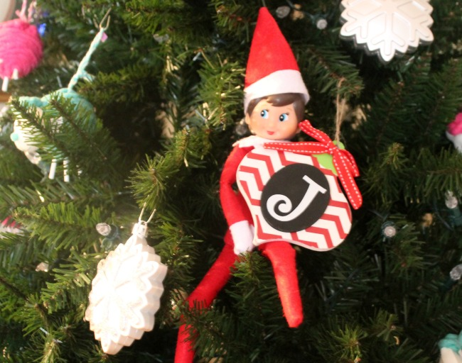 elf-arrives-with-ornaments